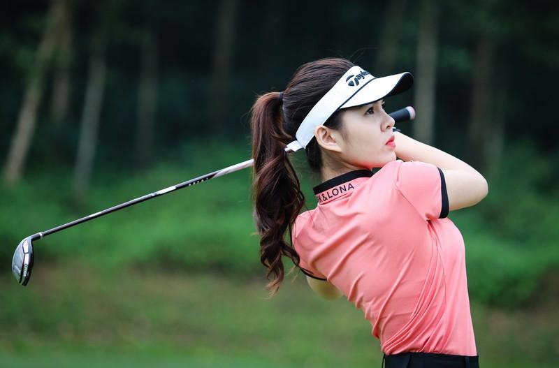 Đột nhập căn cứ của Diệu Linh khám phá những vật dụng Golf nữ MC xinh đẹp setup tại nhà