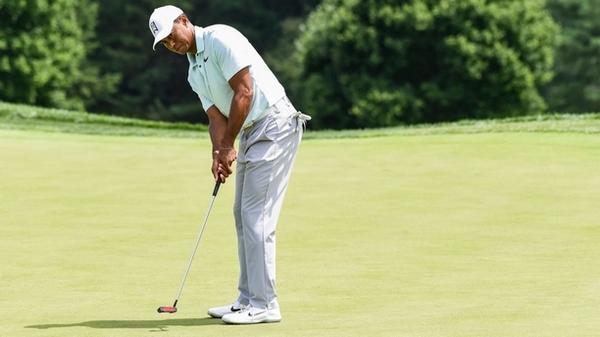 Chia sẻ kỹ thuật gạt bóng golf của Tiger Woods