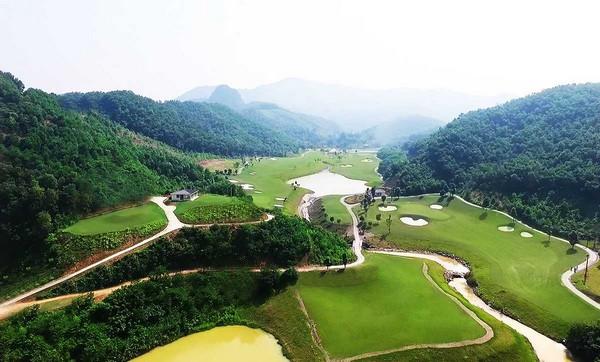 """Review sân golf Phoenix & Top Hill """"kẻ 8 lạng người nửa cân"""""""