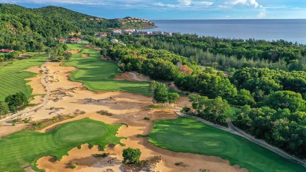 Bảng giá, dịch vụ sân golf Huế có gì đặc biệt mà golfer đăng ký tấp nập?