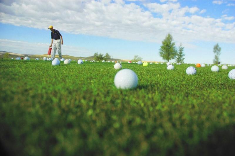 Chi tiết về tee off và tee time trong golf