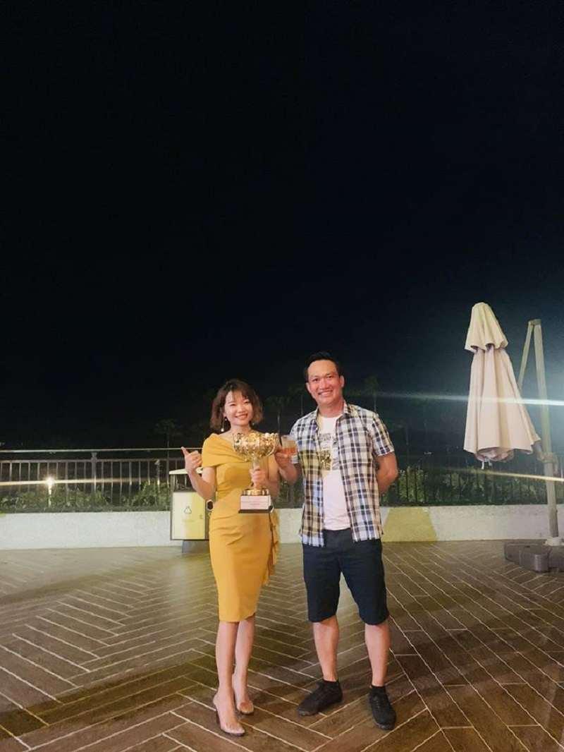CEO Nguyễn Thị Phương Thảo vinh dự nhận cup vàng nữ