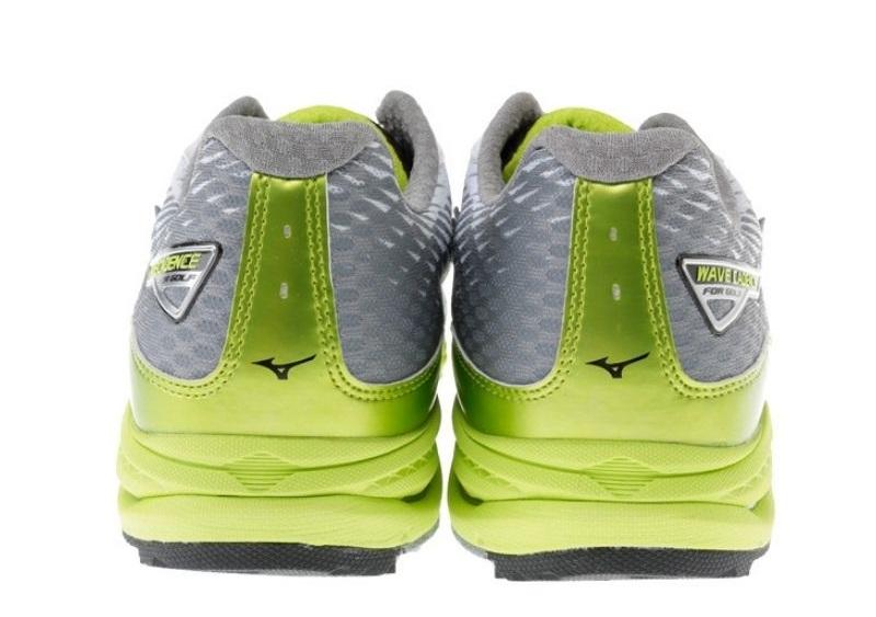 Kiểu dáng giày đẹp mắt, chất lượng bền cao