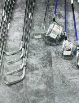 Bộ gậy golf tiêu chuẩn thương hiệu XXIO được bày bán nhiều trên thị trường