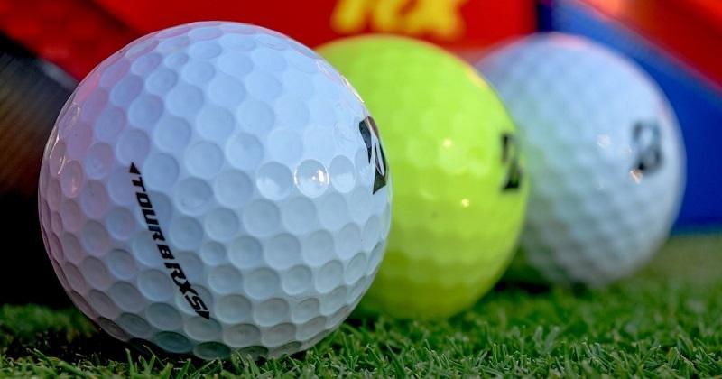 Thiết kế vết lõm trên bóng golf giúp bóng bay xa hơn