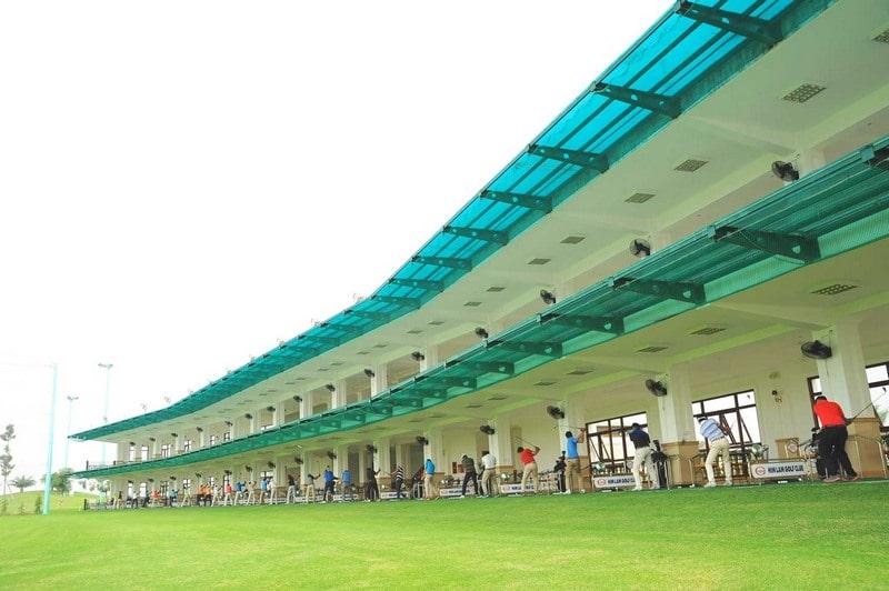 Sân golf được trang bị đầy đủ mọi thiết bị cao cấp, đạt chuẩn quốc tế