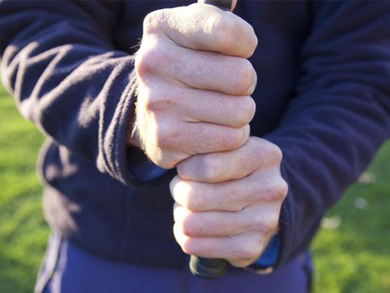 Baseball là kiểu cầm gậy golf phù hợp với những người mới bắt đầu chơi golf