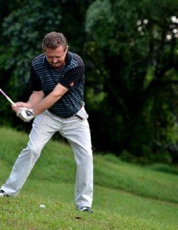 Cách đánh golf trên địa hình sườn dốc