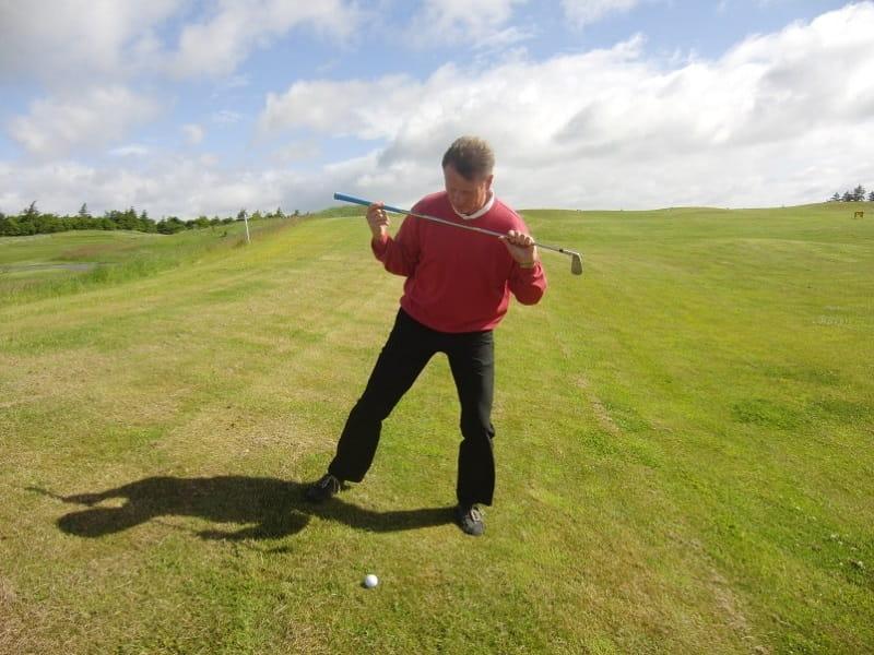Chơi golf trên địa hình sường dốc là kỹ thuật khó, thách thức đối với cả những người đã chơi lâu năm