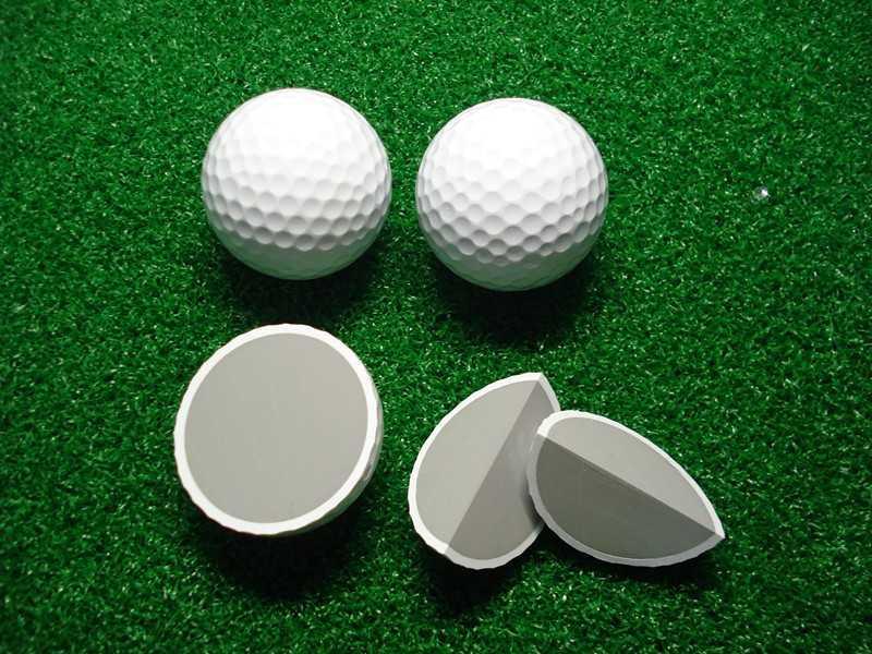 Bóng golf cần đạt những tiêu chuẩn về đường kính, trọng lượng và gia tốc