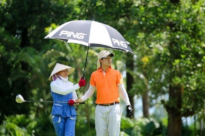 Nghề caddy golf rất vất vả và dễ gặp phải chấn thương