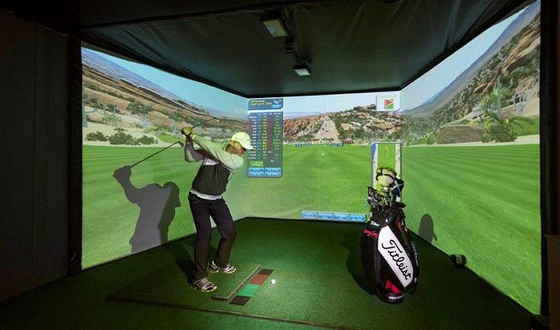 Các golfer có thể dễ dàng trải nghiệm Driving Range trong nhà tại GolfGroup