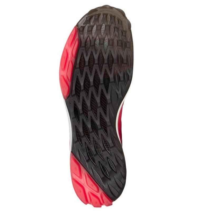Phần đế giày được thiết kế độc đáo giúp ổn định bước đi