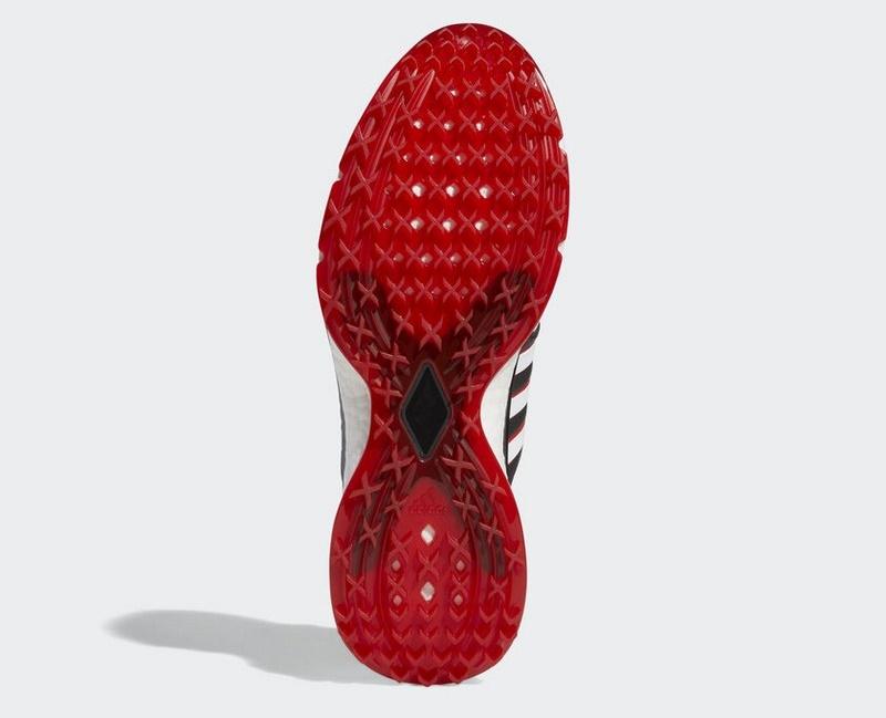 Phần đế của giày được làm từ chất liệu cao su