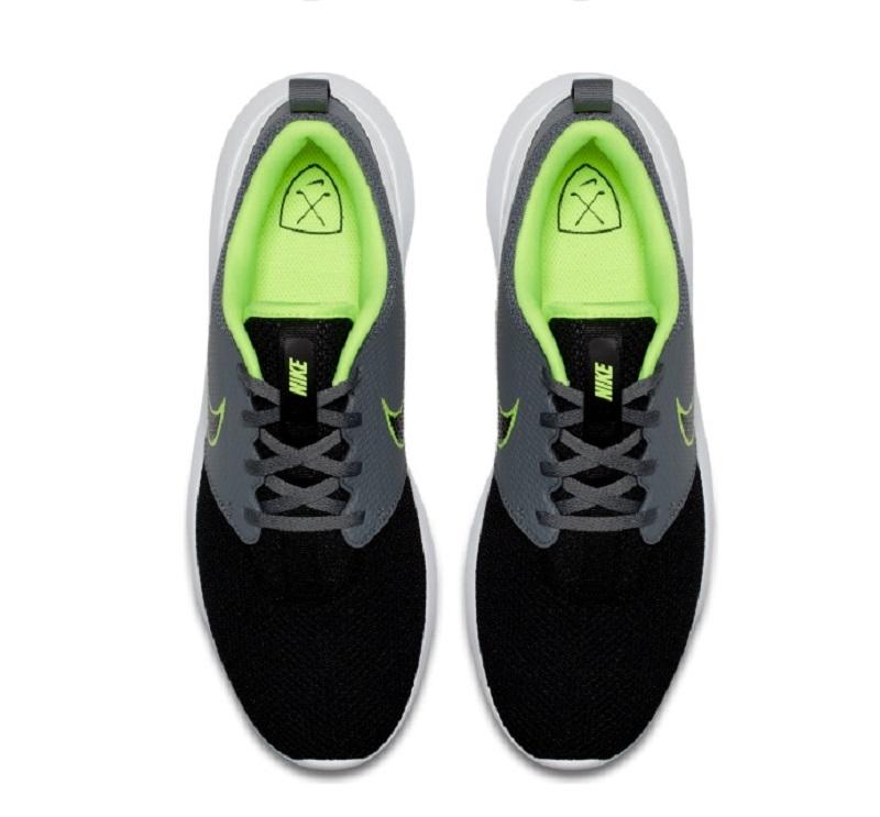 Cách phối màu của giầy golf nam Nike Men Roshe G rất đa dạng