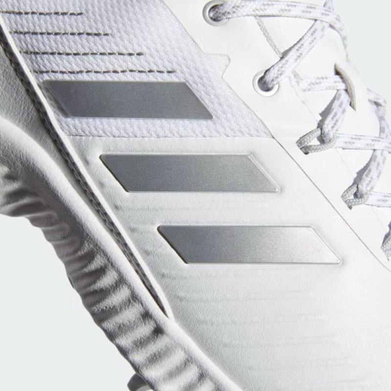 Giày được thiết kế rất tinh tế, tỉ mỉ