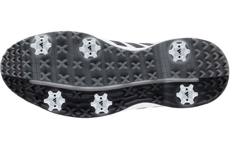Đế giày có 6 gai cho phép tháo rời