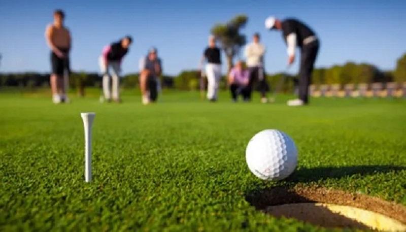 Golfer cần đọc green chuẩn xác để tính được đường putt chuẩn nhất
