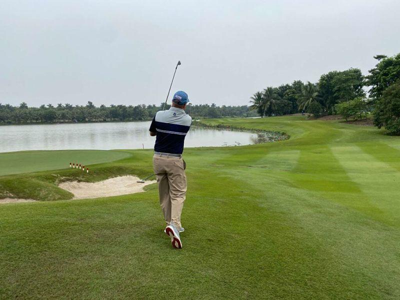 Khoảng cách đánh gậy golf là một yếu tố quan trọng khi chơi golf