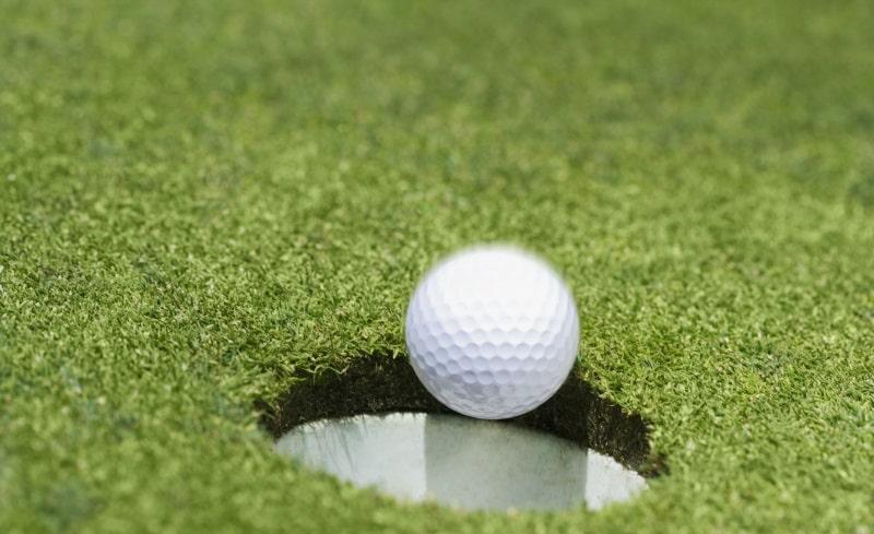 Luật chơi golf 18 lỗ trên sân là điều các golf thủ cần phải nhớ