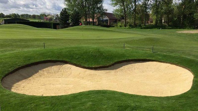 Luật Golf bẫy cát 2019 cho phép golf thủ được phép di chuyển bóng ra khỏi chướng ngại vật và trừ điểm