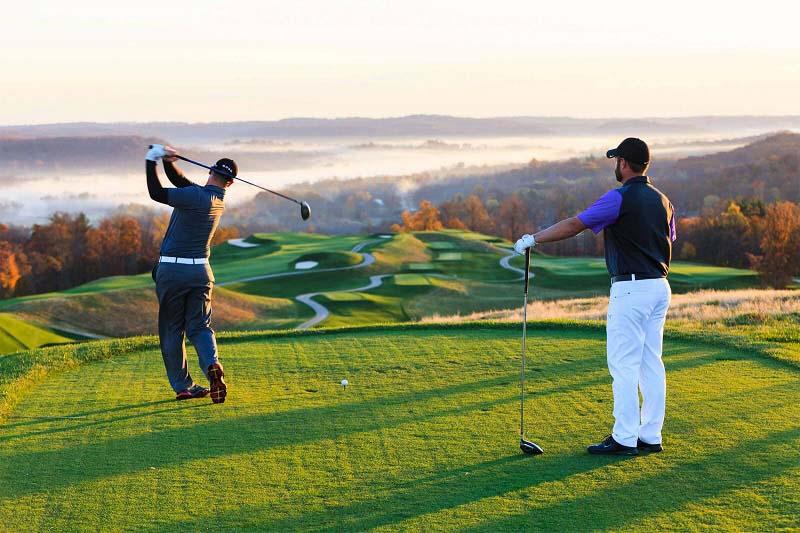 Luật golf cơ bản 2021: Nếu golfer gây ra hỏng hóc, sẽ không được dùng gậy mới