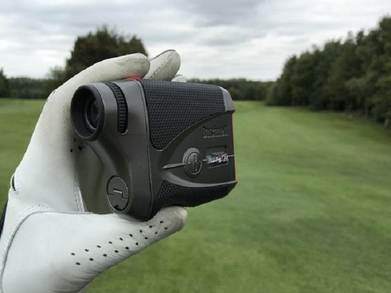 Thiết bị đo khoảng cách bóng bay hỗ trợ rất nhiều cho golf thủ khi thi đấu