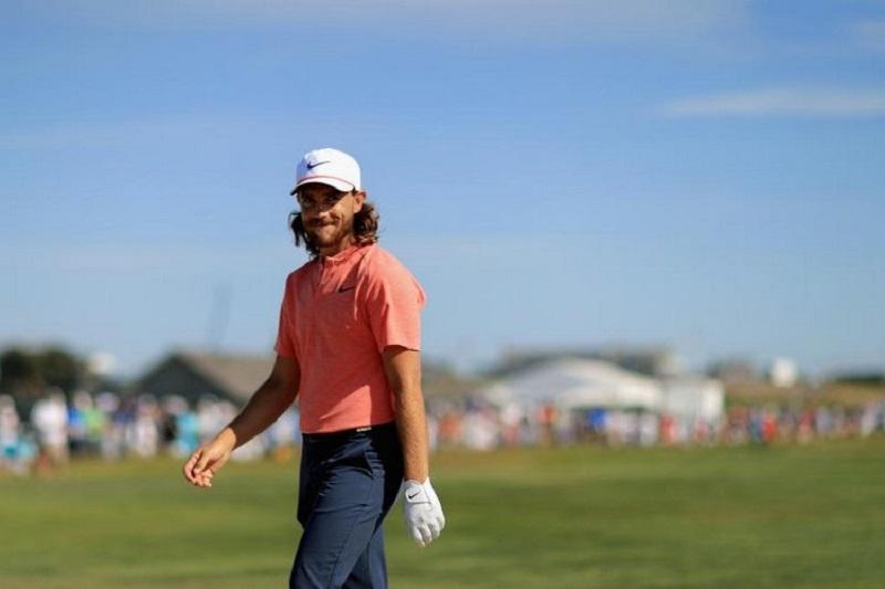 Các golfer nam khi lên sân thường xuyên lựa chọn và đội loại mũ golf lưỡi chai
