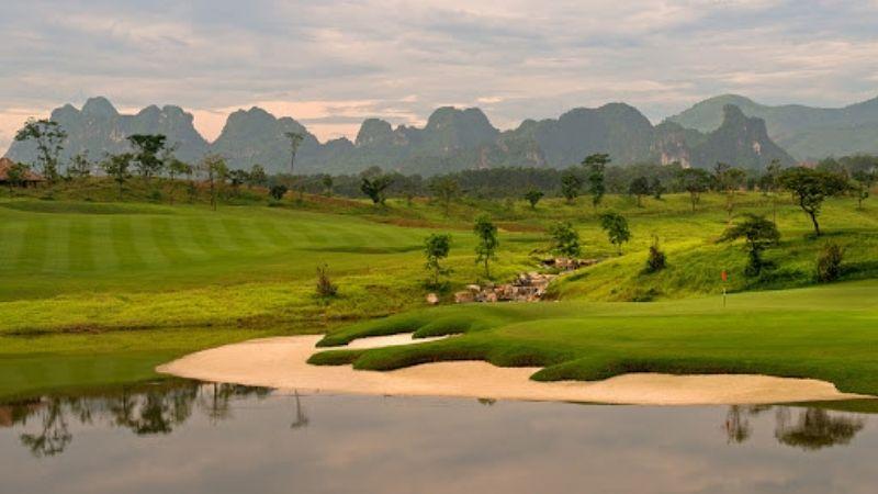 Sky Course - Sky Lake Golf Club & Resort rất thích hợp để chơi golf và thư giãn