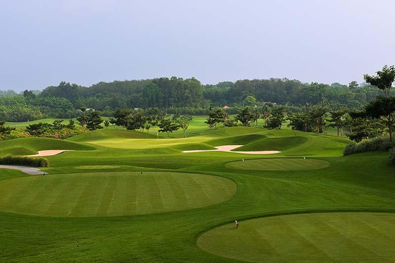 Heron Lake golf được thiết kế gần gũi với không gian sinh thái