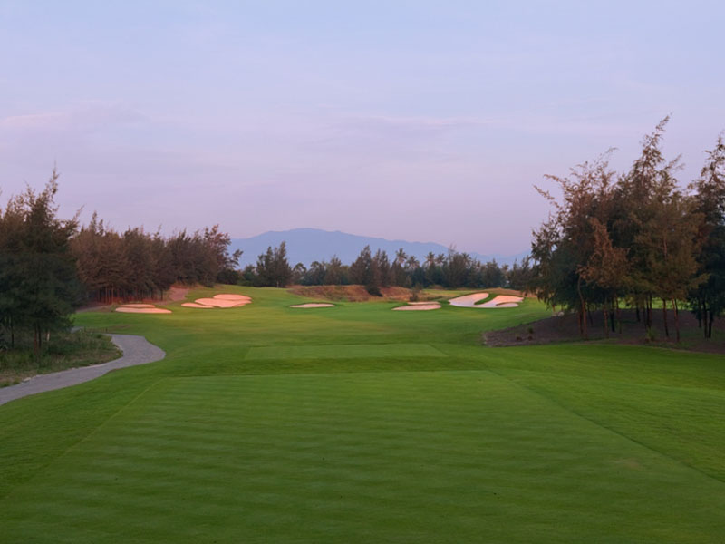Sân golf có thiết kế hố số 13 đầy thử thách