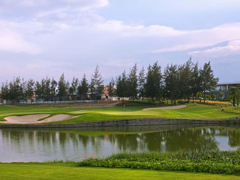 Sân golf Montgomerie Links có thiết kế ấn tượng