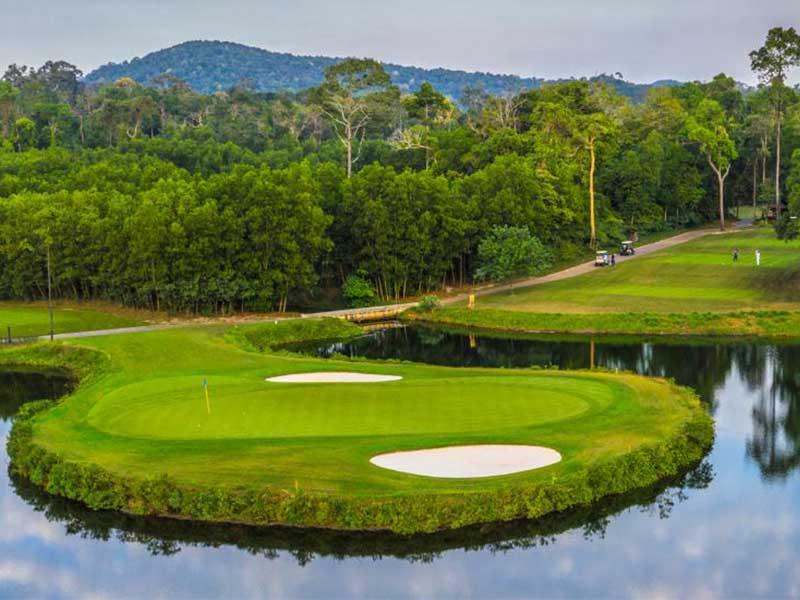 Địa hình của sân golf Phú Quốc khá đặc biệt mang đến cho golfer nhiều thử thách