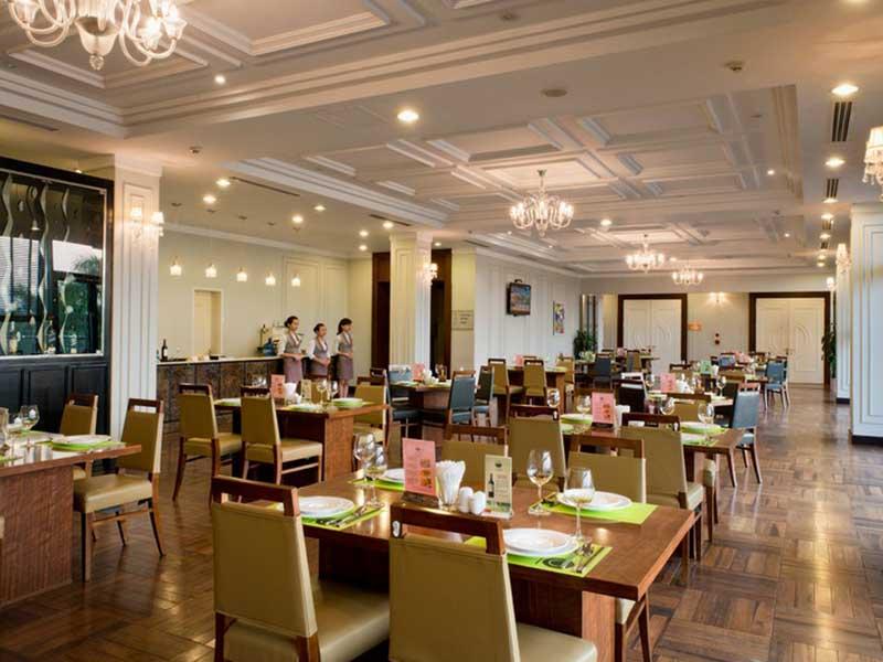 Nhà hàng phục vụ ẩm thực Châu Á và châu Âu