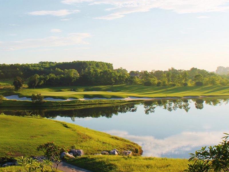Địa hình sân golf skylake khá độc đáo với nhiều bẫy nước