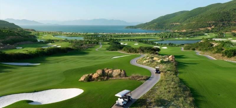 Golf Vinpearl Nha Trang nằm ngay trên bờ biển dài 800m