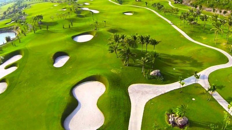 Ngoài chơi golf nơi đây còn cung cấp rất nhiều dịch vụ cao cấp khác về nhà hàng và nghỉ dưỡng