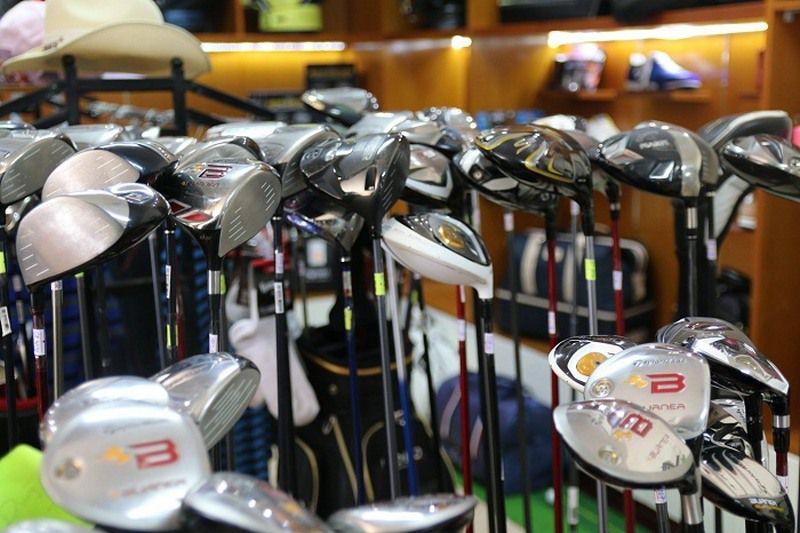 Các mẫu gậy golf cũ tại Thế Giới Gậy Cũ tại cơ sở 18 Phạm Hùng - Hà Nội