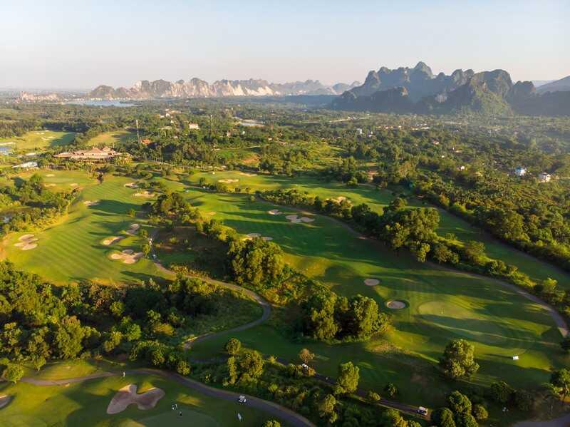 Một trong những sân golf mà các golfer nên đến là sân Sky Lake