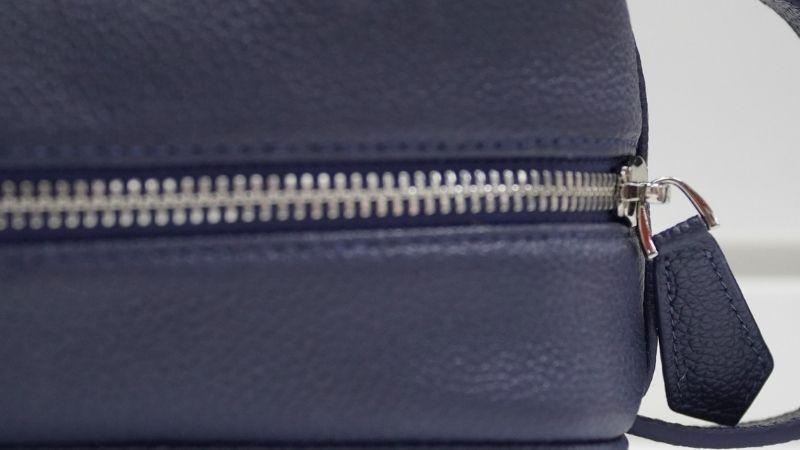 Túi được thiết kế với đường may tinh tế, chắc chắ