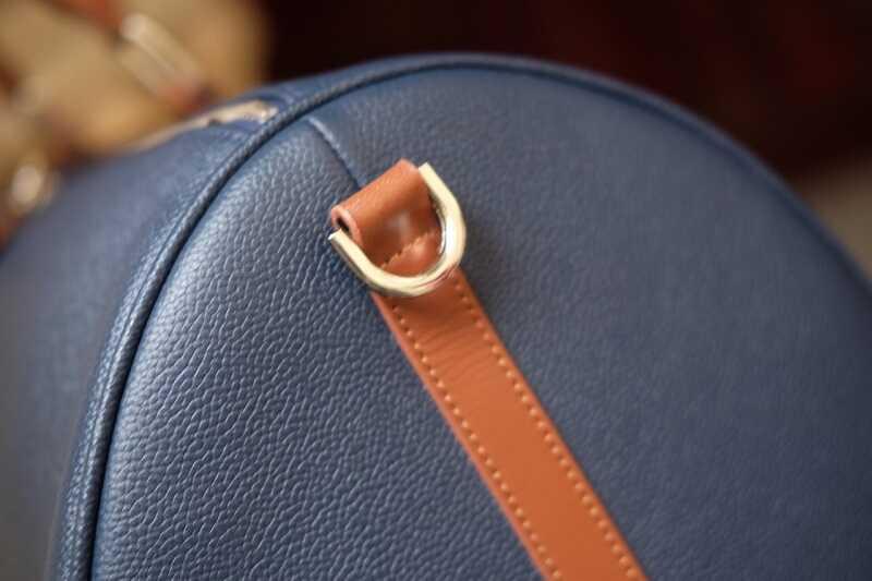 Túi được thiết kế tỉ mỉ, cẩn thận trong từng đường kim mũi chỉ