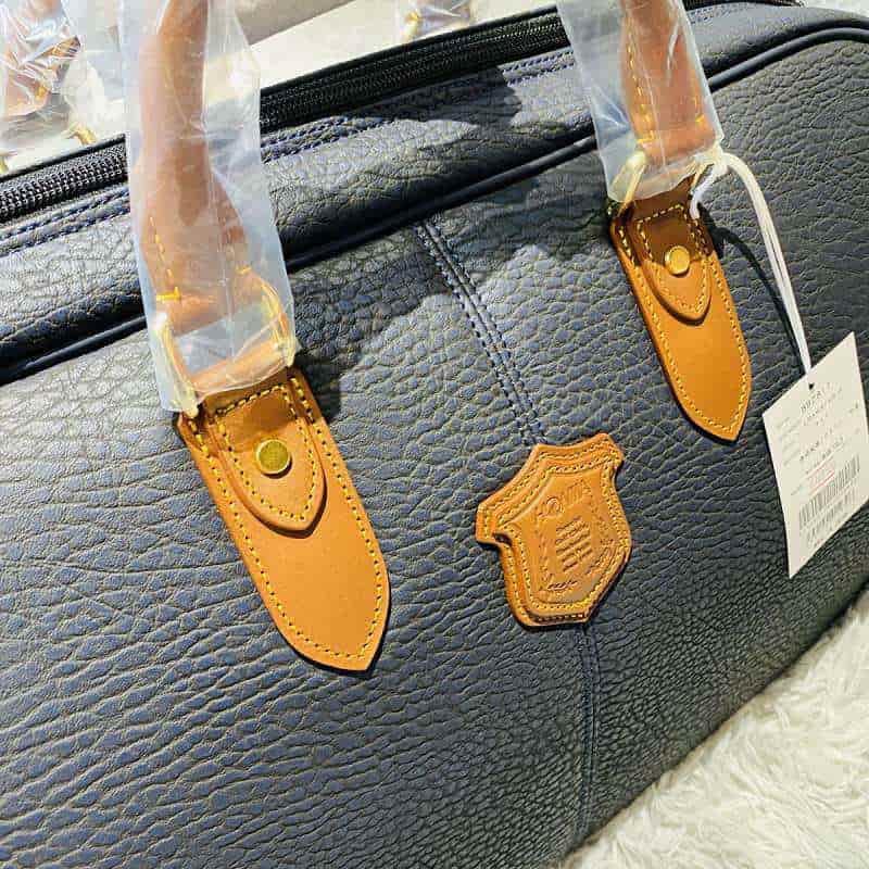 Chất liệu da tổng hợp cao cấp trên túi