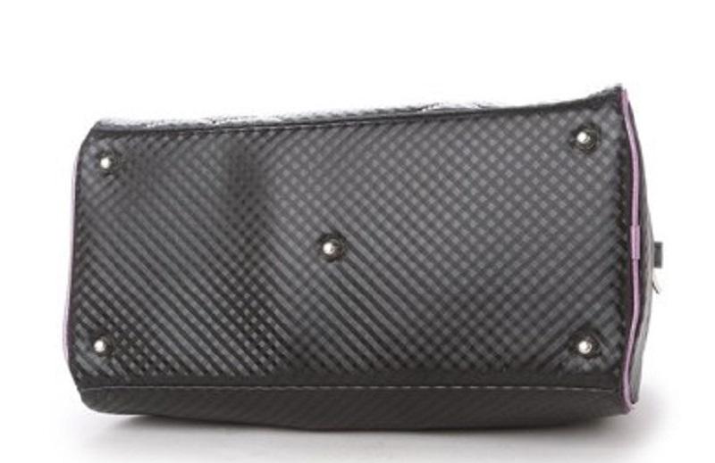 Đế túi chắc chắn giúp các golfer có thể đựng được nhiều vật dụng cần thiết