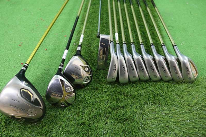 Gậy golf Kenichi cũ hoàn toàn có thể tạo ra những cú đánh đẹp và chứa kỹ thuật cao