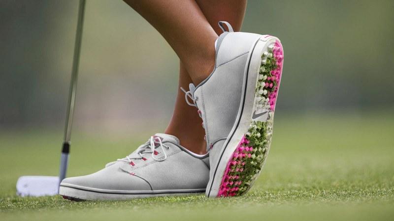 Giày chơi golf rất quan trọng đối với một golfer