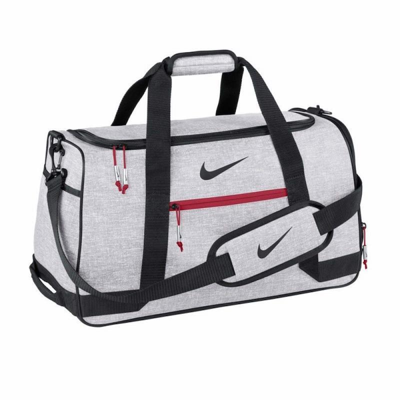 Sản phẩm túi golf của Nike mang nhiều ưu điểm do đó có thể làm hài lòng cả những golfer khó tính nhất