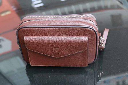 Túi cầm tay Golfgroup được hãng thiết kế vô cùng thời trang và tiện dụng