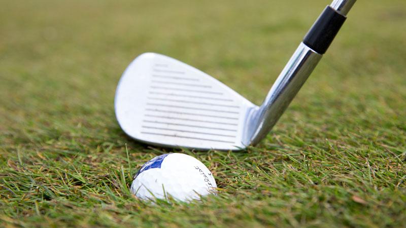 Golfer được phép giải phóng bóng ở khu vực cỏ thấp hoặc bằng cỏ Fairway