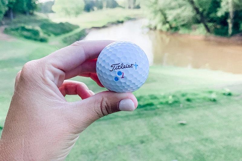 With One Golf có giá dịch vụ in ấn khá rẻ