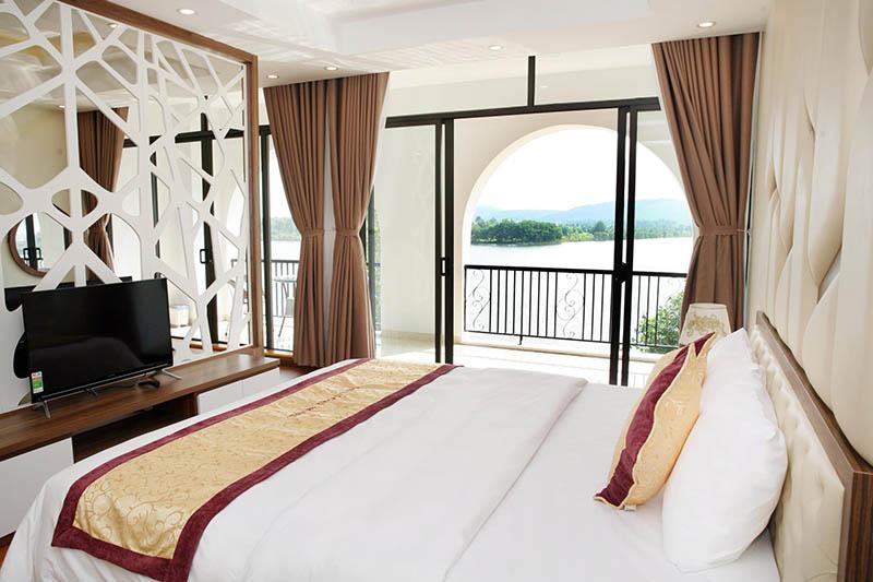 Khách sạn Đại Lải sang trọng, view hướng hồ tươi mát
